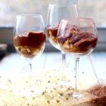 Le trifle de Noël : crème choco-marron à la fève tonka, poire fondante et miettes de speculoos