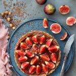 Petite tarte (presque) crue et sans gluten aux figues fraîches, noisettes et sarrasin – Versions avec ou sans Thermomix !