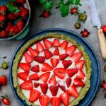 Tarte toute crue fraises-matcha et son extraordinaire crème pâtissière (avec option pâte cuite)